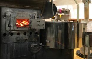 萩原珈琲・神戸工場の焙煎窯