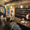 喫茶店のカウンター風景