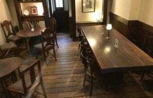 阪神芦屋の喫茶店のテーブル席