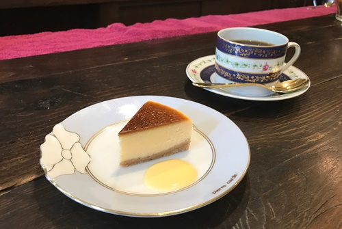 喫茶店のチーズケーキ