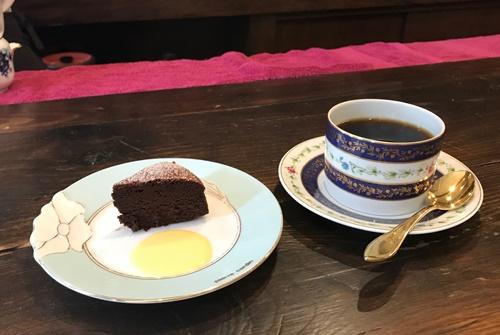 喫茶店のチョコレートケーキ