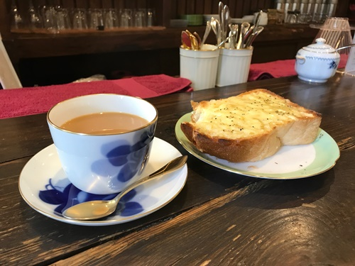 喫茶店のモーニングセット・チーズトーストバージョン