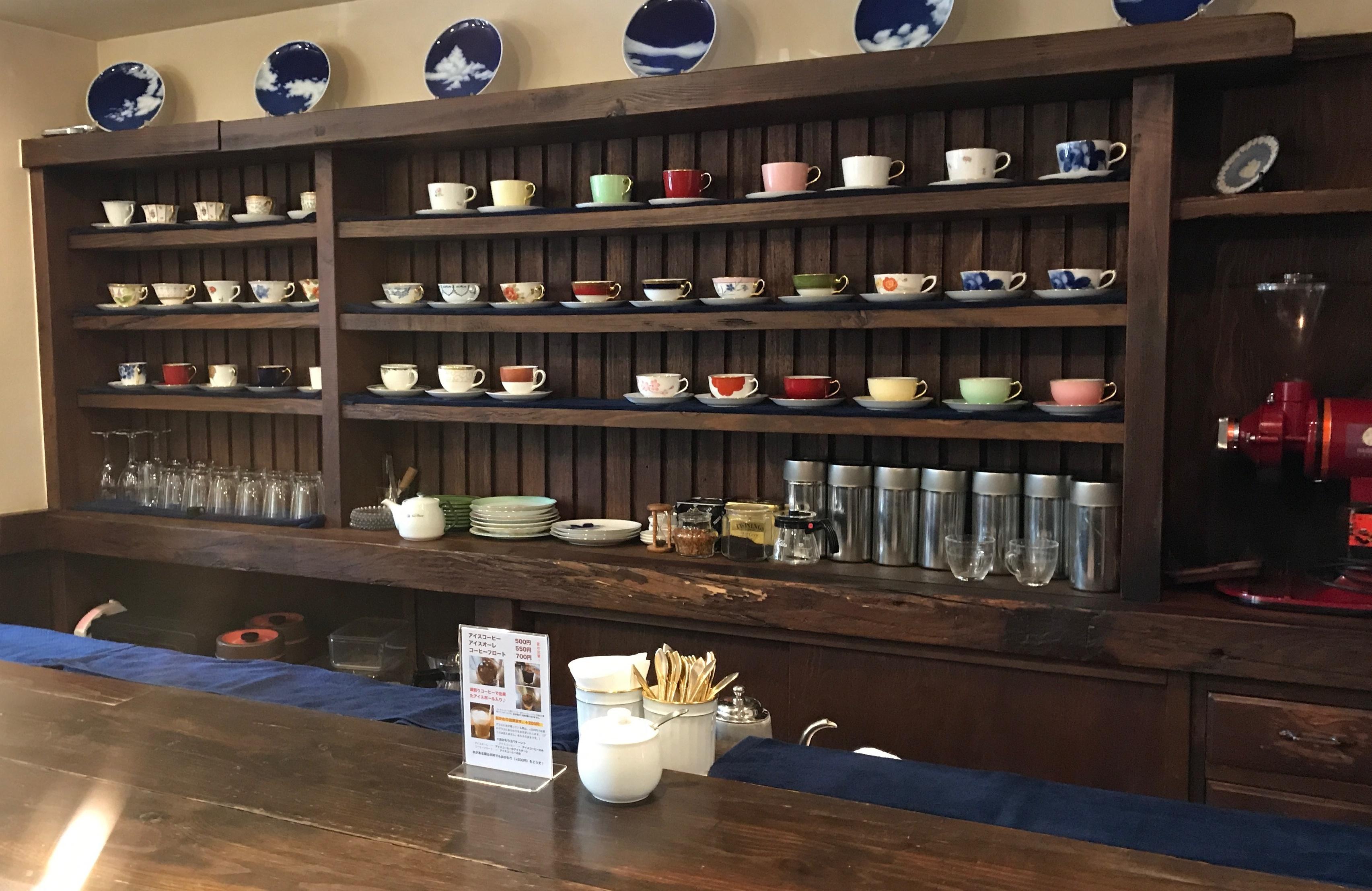芦屋の喫茶店のコーヒー花のカウンター席